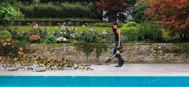 Worx cordless leaf blower review: Tool in action on pool terrace